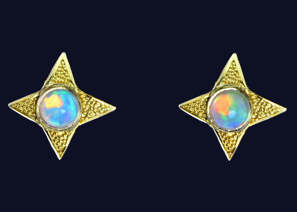 18k yellow gold earrings with Welo Opals