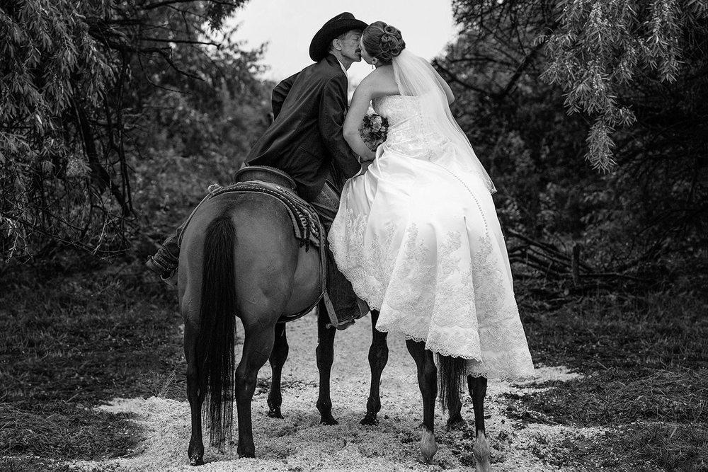 Cowboy & Cowgirl Kiss