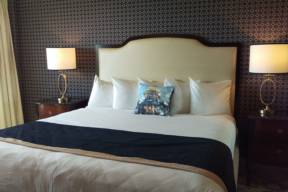 Commercial-Art-Hotel-Pillows-02.jpg