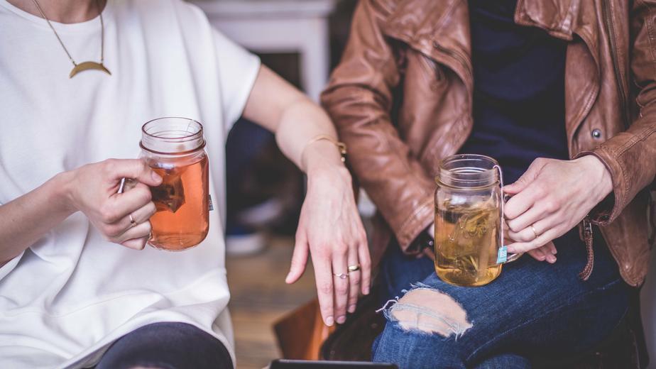 women-drinking-tea_925x.jpg