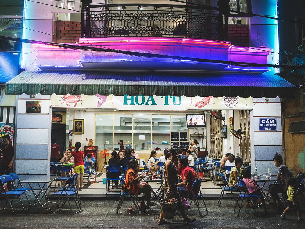 20140826-danang-vietnam-hoatu1-brian-oh.jpg