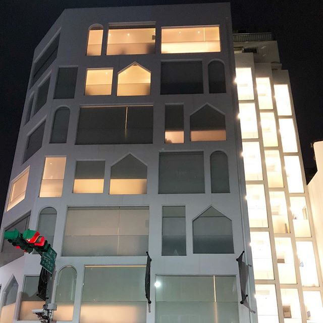 Simple facade consists of basic windows shapes #spotted in #Taipei. . . . #taiwanstreets #swiiohoteltaipei #swiiohotel #taipeidesign #design #archutecture #facadedesign #designstudio #deaigner