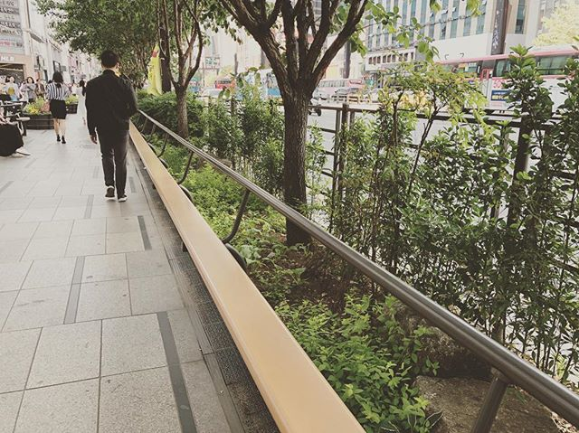 Public seating in #Seoul . . . #urbandesign #publicseating #benchdesign #design #industrialdesign #designstudio #outdoorbench