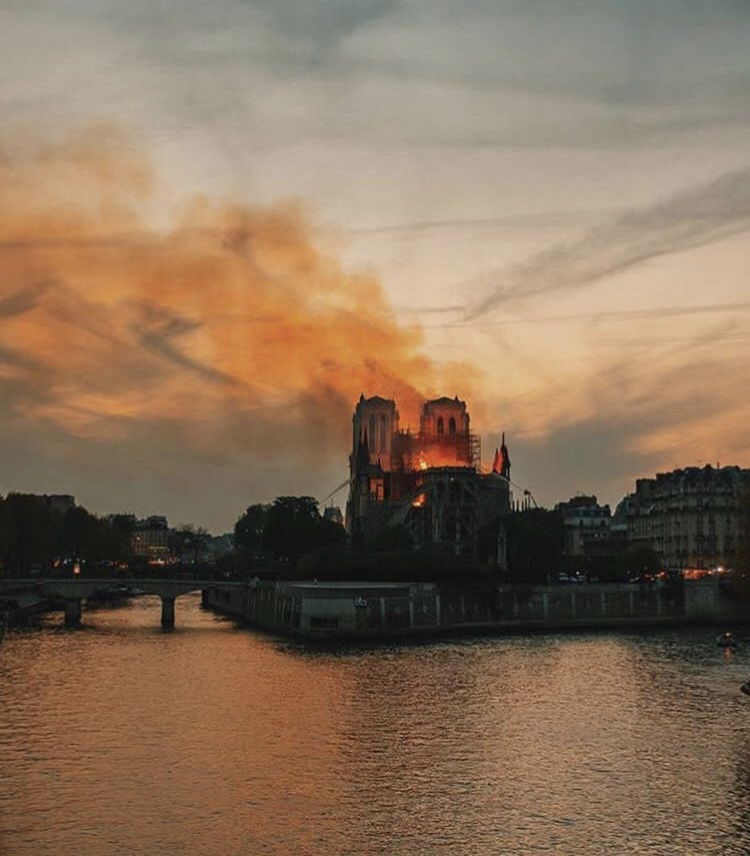 Notre-Dane Catedral on fire. April 15, 2019.