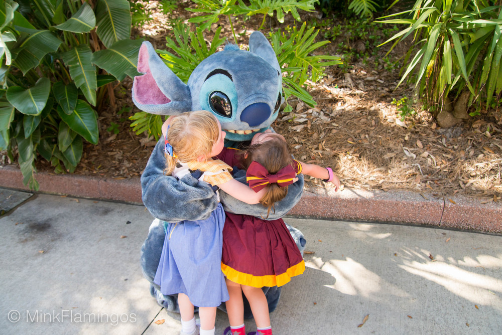 Stitch kisses make Daphne weak in the knees, apparently