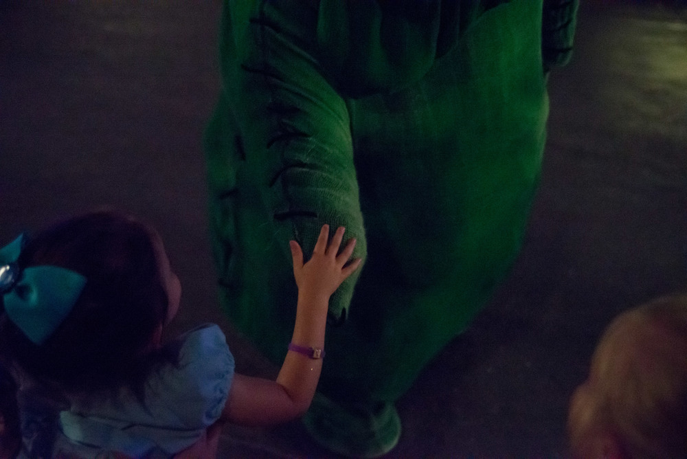 Mommy! I high five Oogie Boogie!