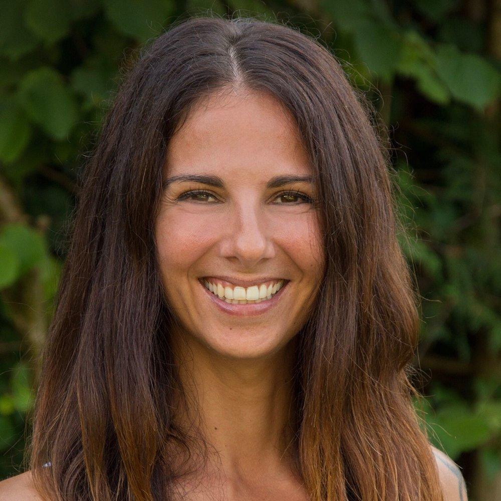 Sabrina Vinale, 37, ist eine Zeremonienleiterin, die mit ihren herzlich vorgetragenen Zeremonientexten Traupaare und Gäste berührt.