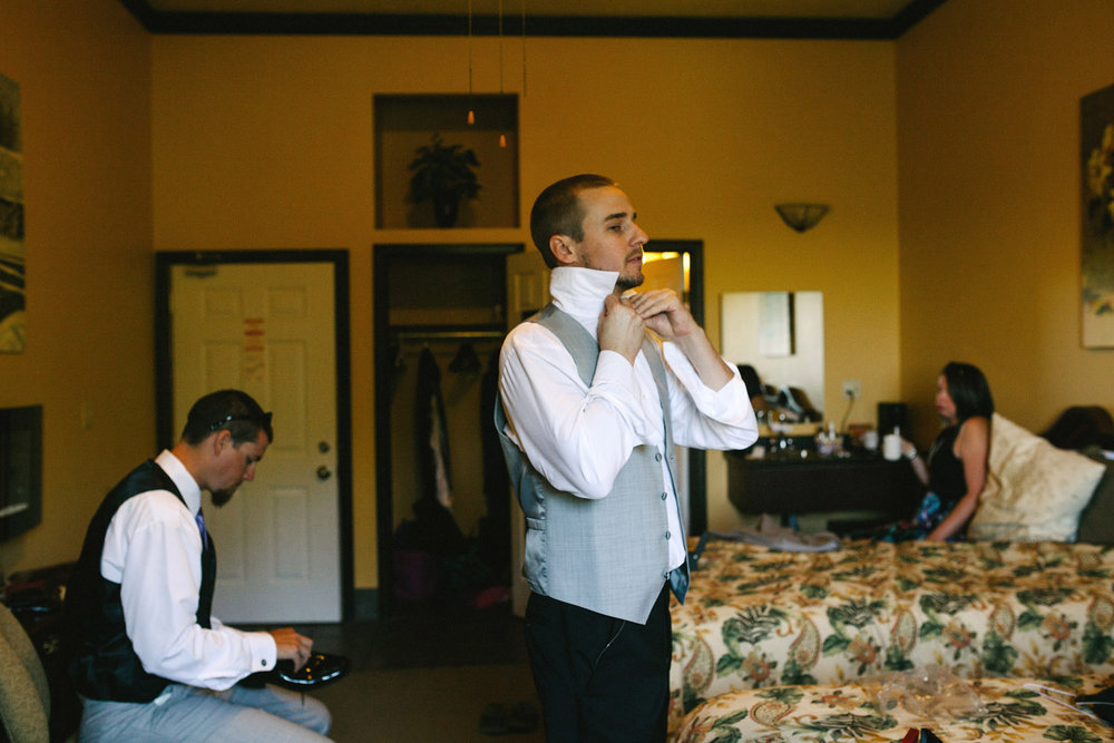 Groom gets dressed at Walters Falls Inn