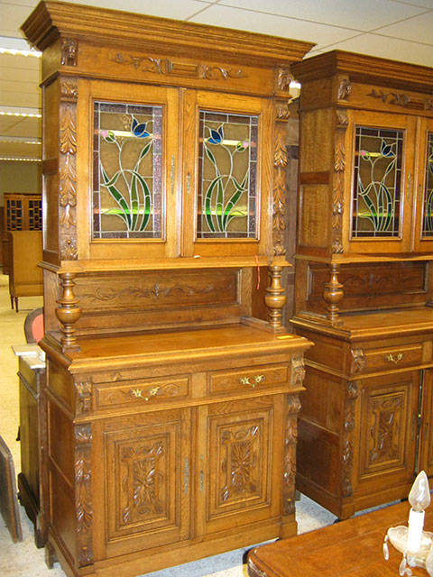 Mechelen buffet with original stained glass