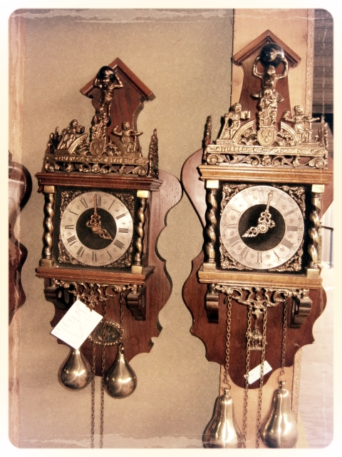 C15_dutchwallclocks.jpg