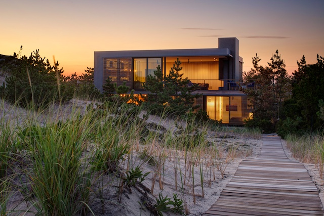 Shore House by Stelle Architects (Amagansett, NY). Photo by Matthew Carbone