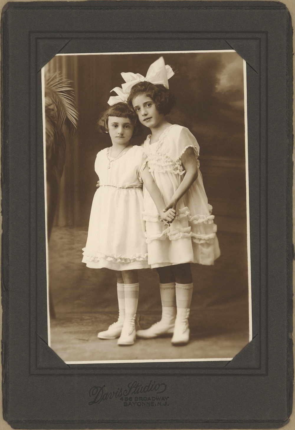 1920s Bayonne, NJ Either Mildred or Rosalie on the left, cousin on the right.
