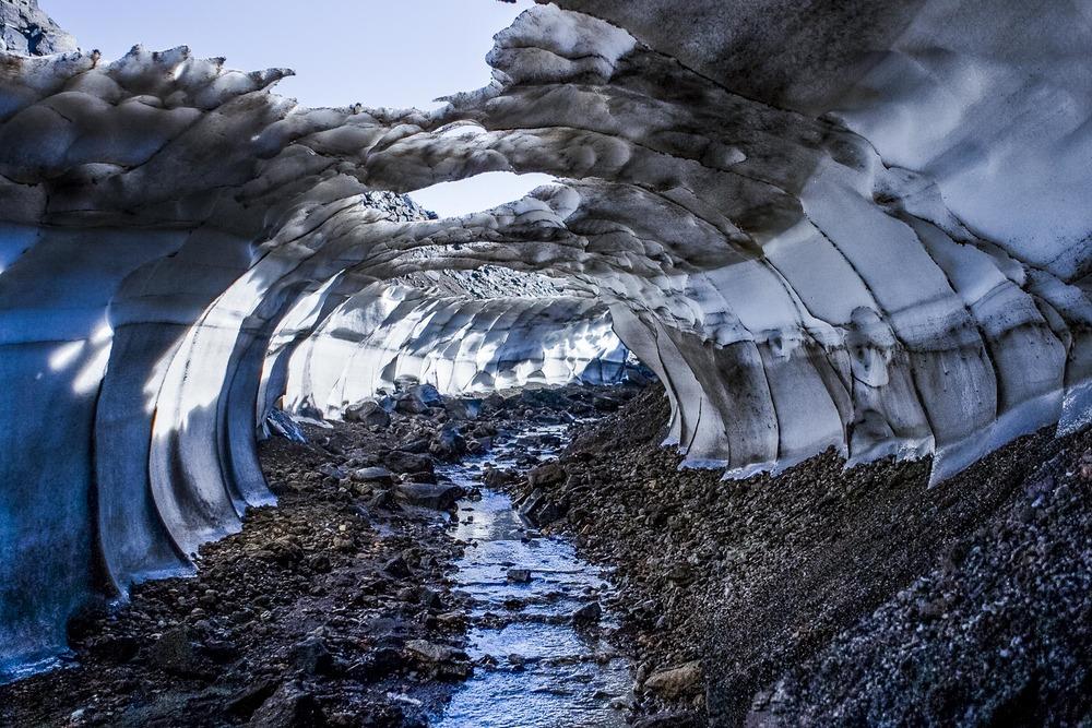 tunnel de glace,  Landmannalaugar, Suðurland, Islande