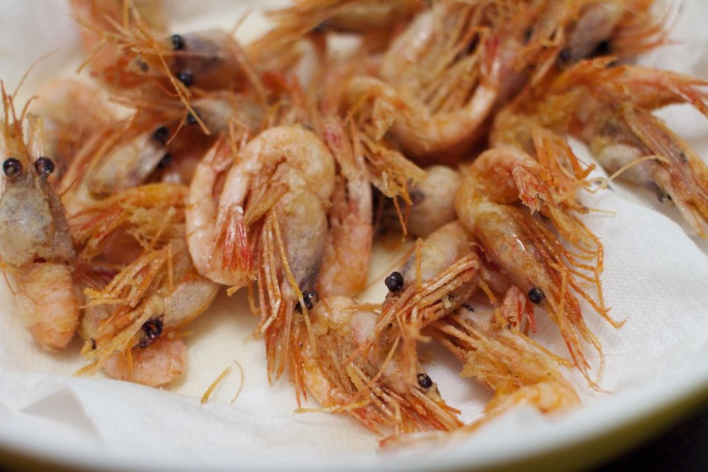 Flash fried shrimp with salt and lemon juice.