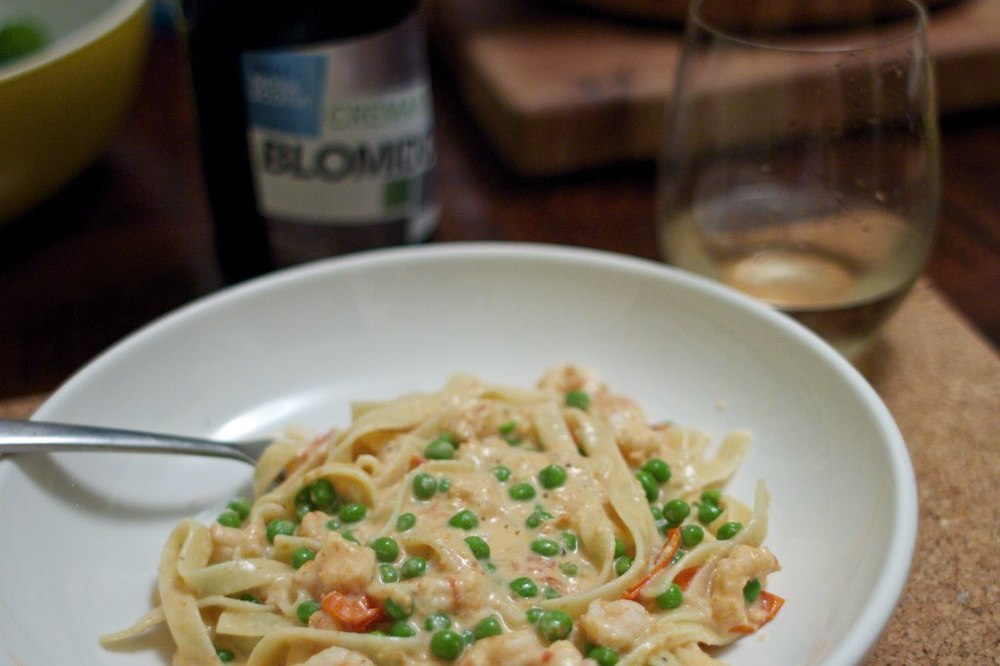 Simple pasta with shrimp, peas & tomatoes.