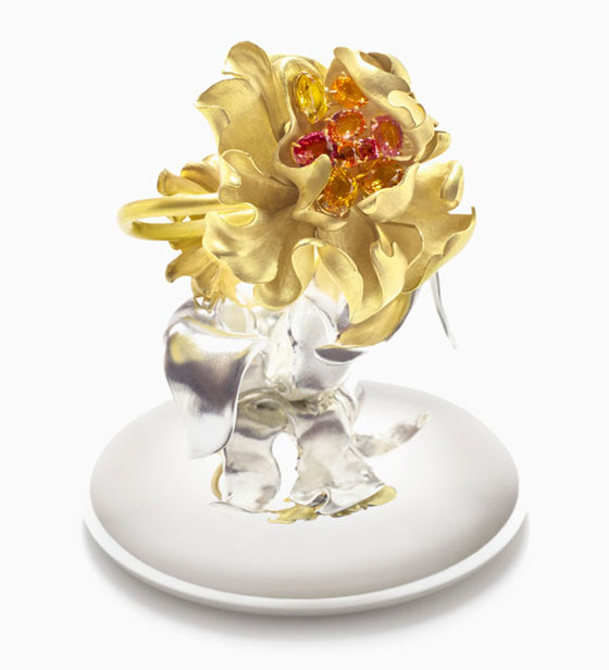 Honey Florem Peach Frutti, 2013 Y  ellow gold, diamonds, multicoloured sapphires, w  ith base: 5 1/8 x 3 9/16 x 3 9/16″
