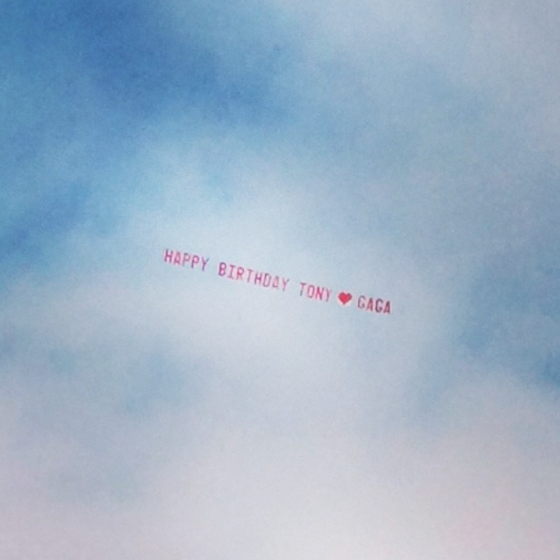 Sky-writing for the legendary Tony Bennett's birthday @ladygaga