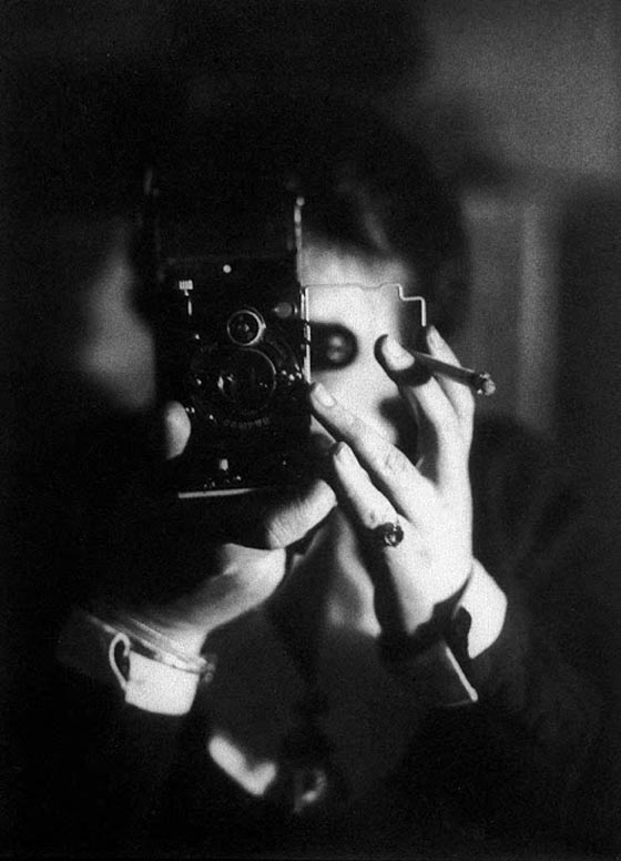 Germaine Krull, Self-portrait with Ikarette, 1925