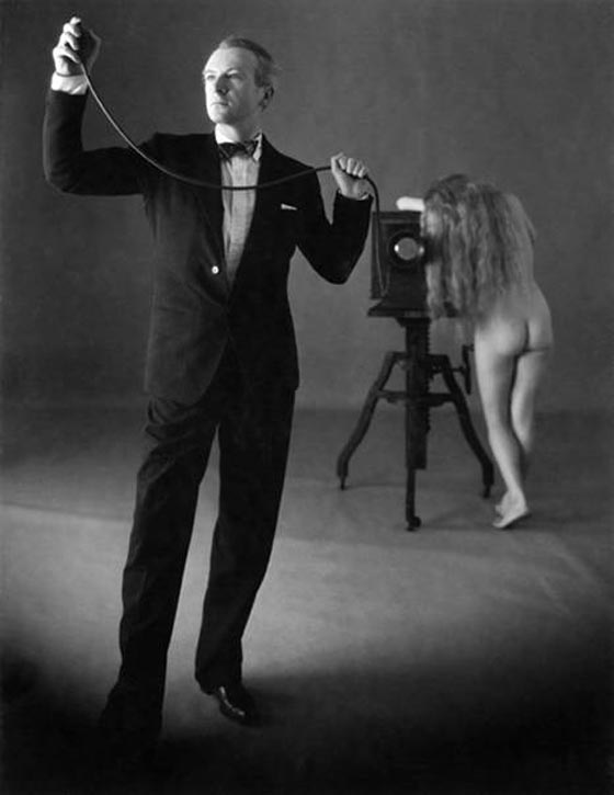 Irving Penn, Cecil Beaton with nude, 1946