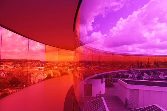 item6.rendition.slideshowHorizontal.olafur-eliasson-your-rainbow-07-roof.jpg