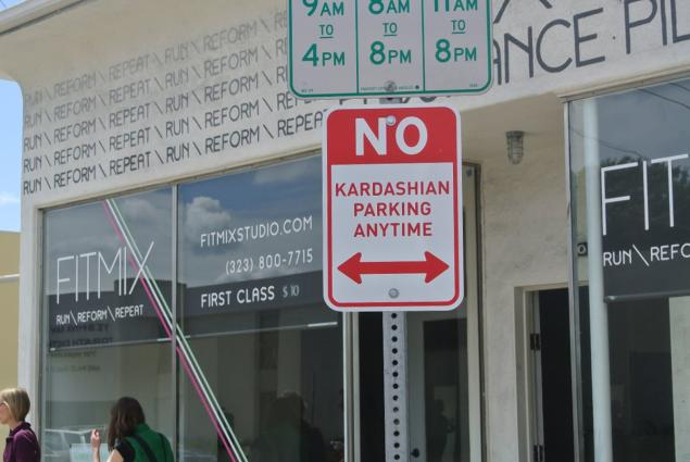 no-kardashian-parking-signs-4.jpg