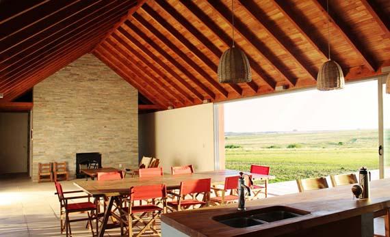 nicolas-pinto-da-mota-pool-house-la-lunera-uruguay-designboom-04.jpg