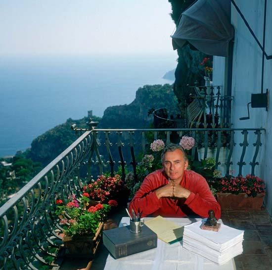 gore-vidal-writer-at-work-in-home-ravello-italy-photo-slim-aarons.jpg