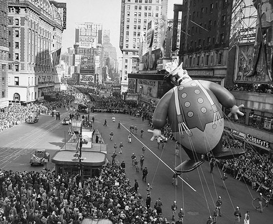 Macys-Day-Parade-1948-firefighter-balloon.jpg