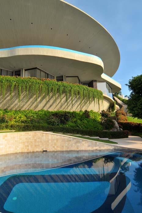 Brooke-Testoni_John-Lautner_Marbrisa-House-in-Acapulco_1.jpg