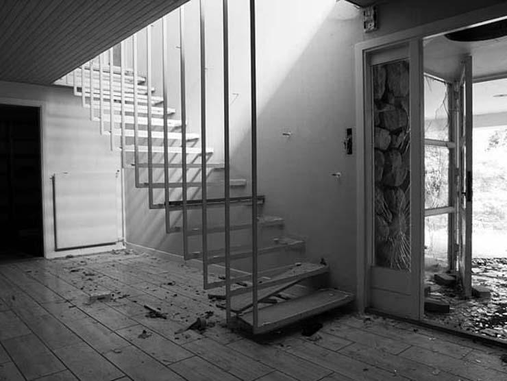 mid-century_modern_abandoned_14.jpg