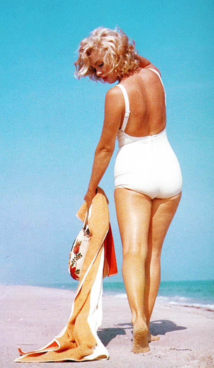 Marilyn Monroe at Amagansett Beach in the Hamptons, by Sam Shaw 1958 (1).jpg