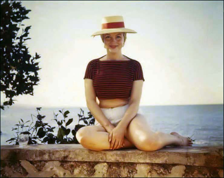 marilyn-monroe-on-vacation-in-amagansett-new-york-1957-4.jpg