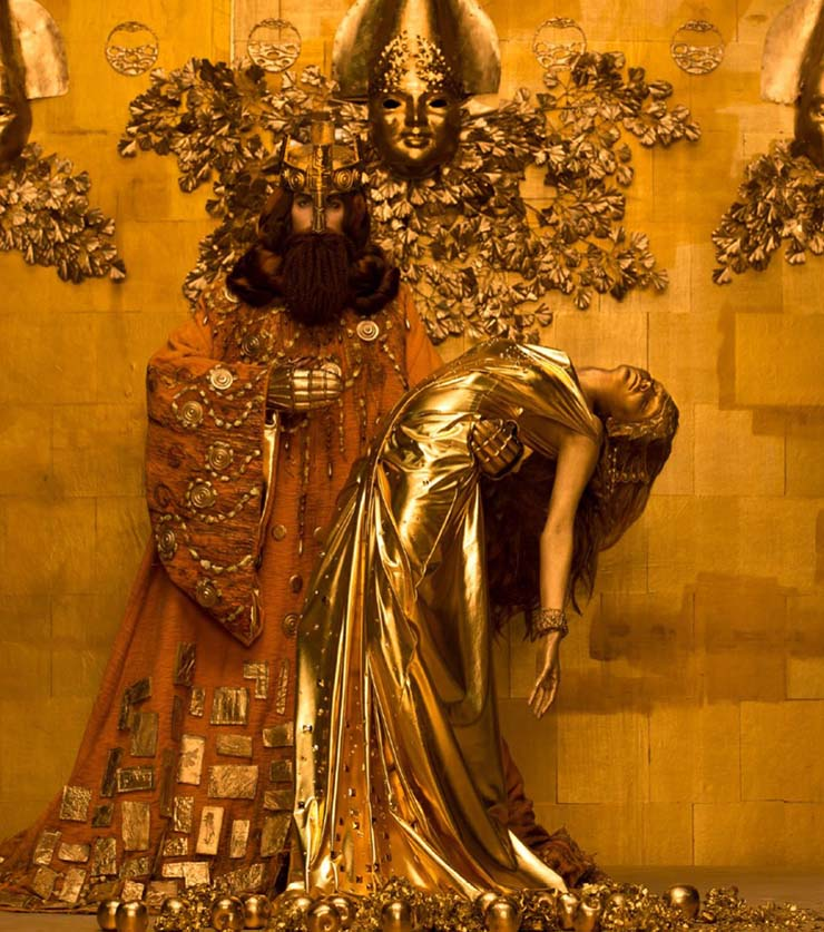 inge-prader-life-ball-gustav-klimt-paintings-designboom-10.jpg