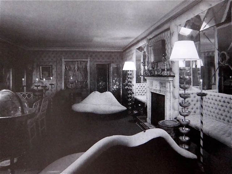 The pair of lips sofas in the dining room of James' estate, Monkton House