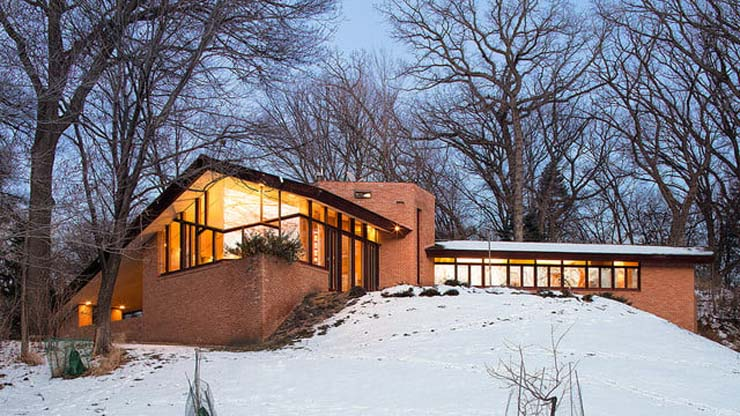 frank-lloyd-wright-house-snowy-evening-640x360-c.jpg