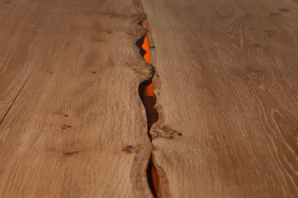 34_Amber-resin-edged-English-oak-dining-table_4.jpg