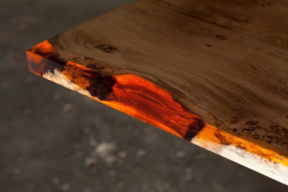 34_Amber-resin-edged-English-oak-dining-table_5.jpg