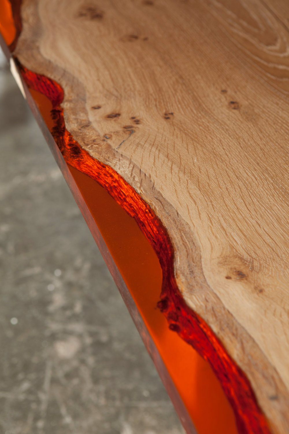 34_Amber-resin-edged-English-oak-dining-table_3.jpg