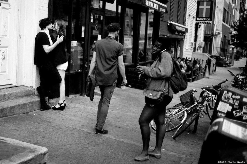 Brooklyn, New York:  June, 2012.   Hipster love.  Leica MP.  35 'lux.  Lab scan »> Aperture.  (Agfa APX 25)
