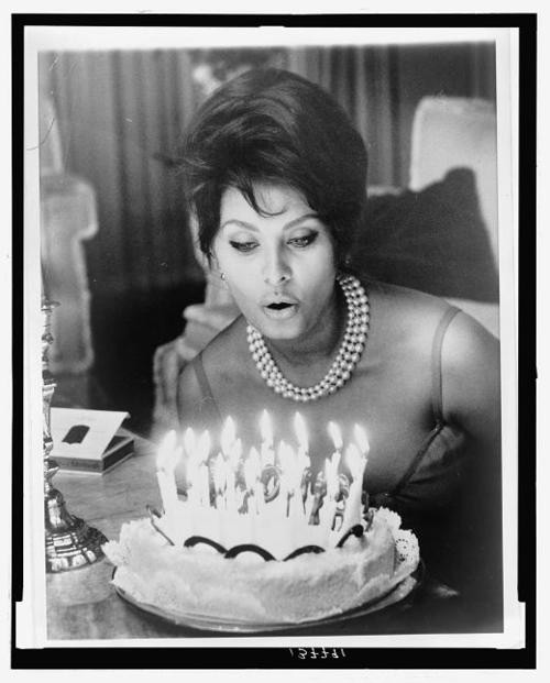sophia-lorens-birthday-1961.jpeg