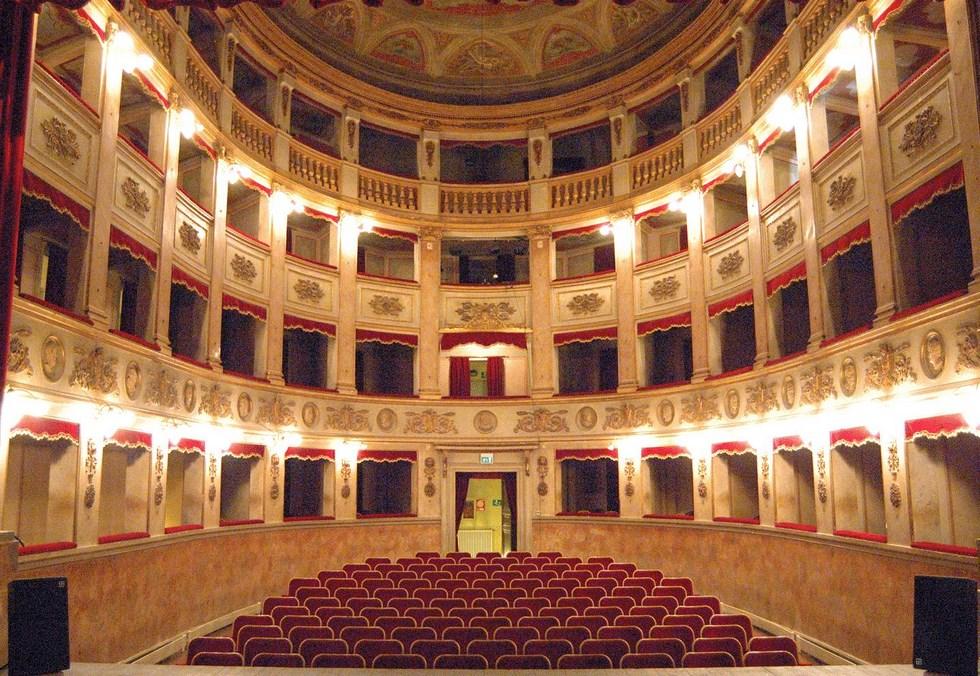 The performance takes place at the majestic Teatro Traetta di Bitonto.
