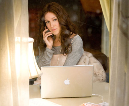 carrie-bradshaw-blogging.jpg