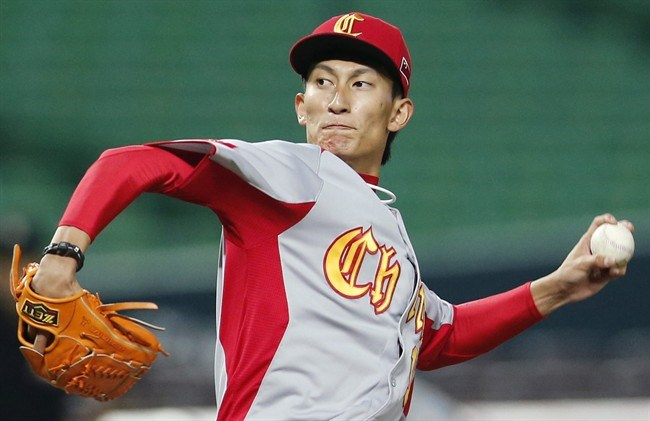 Ah, pity Xin Li, the Chinese pitcher who committed one of the strangest errors I've ever seen.