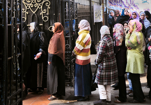 Egyptian women line up to vote in parliamentary elections. (UN Women/Fatma Elzahraa Yassin)