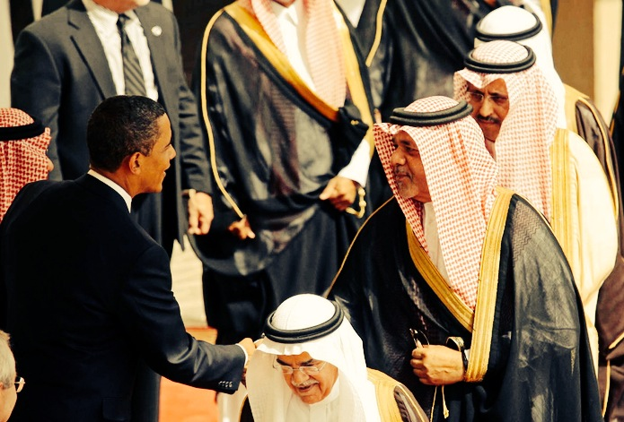 Obama greeting members of the Saudi delegation in 2009 (Photo: Zamanalsamt/Flickr)