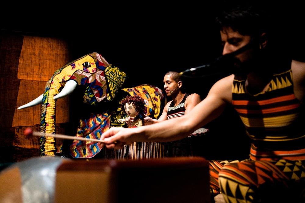 JURI MURI V AFRIKI pleše- Foto Miha Sagadin.jpg