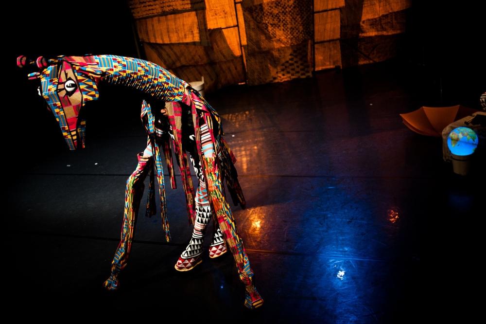JURI MURI V AFRIKI pleše- Foto Miha Sagadin-2.jpg