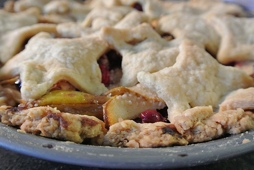 thanksgiving 2013 pear-cranberry pie detail.jpg