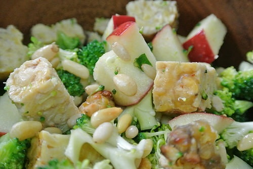 broccoli tempeh apple salad detail