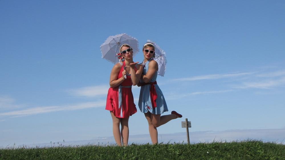 Lilli and Sara, acrobatic and aerial circus performers